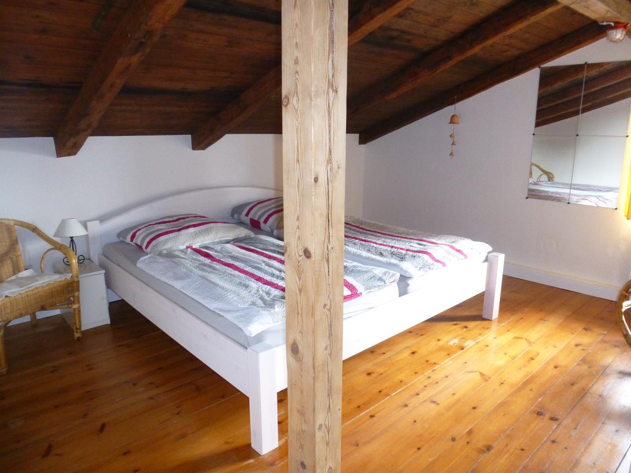 Ferienhaus-Ostsee-Schlei-Schlafzimmer-Doppelbett