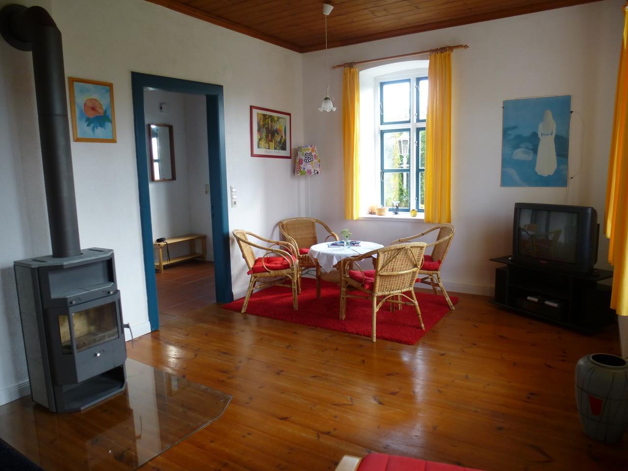 wohnzimmer kamin fernseher ihr traumhaus ideen. Black Bedroom Furniture Sets. Home Design Ideas