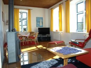 Ferienhaus-Ostsee-Schlei-Wohnzimmer-Flatscreen-TV